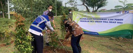 Dukungan Program Green Toll Road, MLJ tanam 1.100 Pohon selama 2021